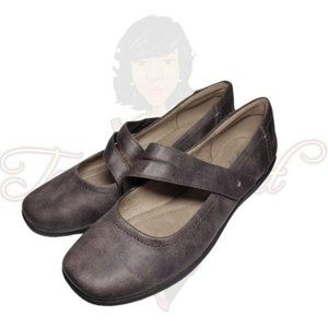Easy Spirit ARANZA Brown Closed Toe Slip-On Flats